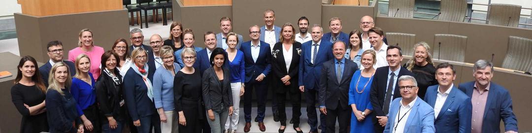 Maarten De Veuster met de N-VA-ploeg in het Vlaams Parlement